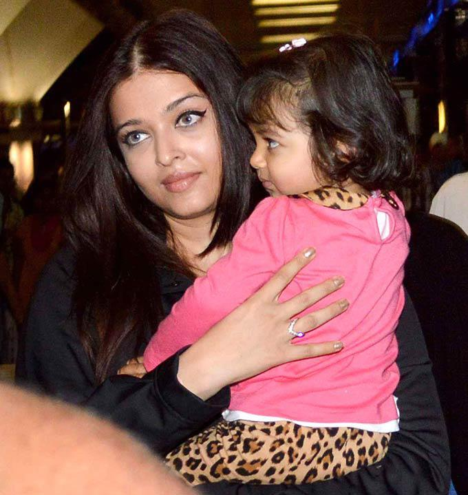 Aishwarya With Daughter Aaradhya Spotted On Return From New York At Mumbai Airport