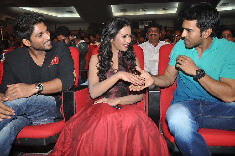 Allu,Catherine And Ram Charan Cool Chatting Still At Iddarammayilatho Audio Launch Function
