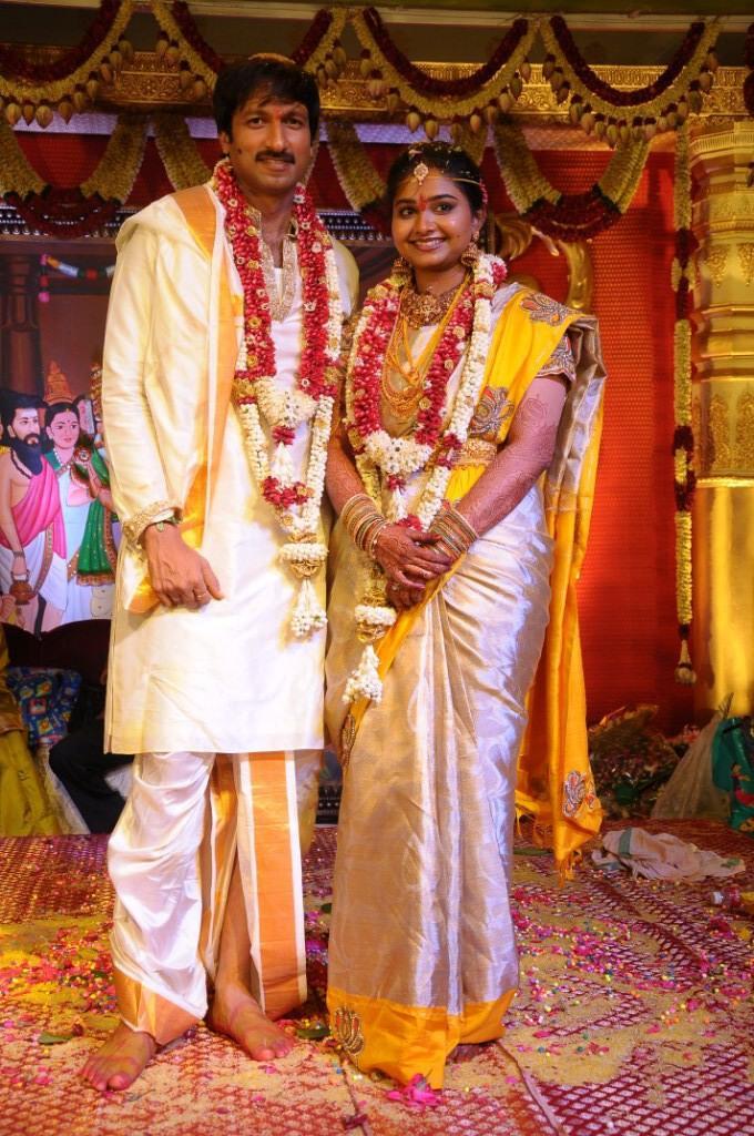 Gopi And Reshma Sweet Pose Wedding Still