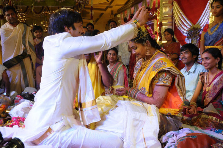 Gopi Chand And Reshma Performing A Wedding Rituals