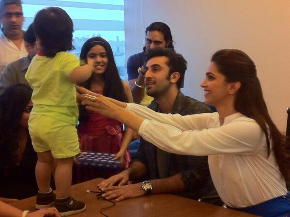 Ranbir And Deepika Cool At HT Cafe During The Promotion Of YJHD