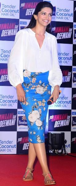 Smiling Deepika Padukone Dazzling Glamour Look During The Promotional Of YJHD At Parachute Press Conference
