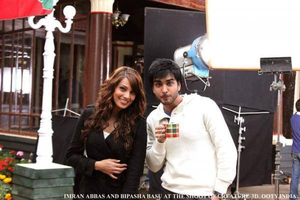 Bipasha And Imran Abbas Posed For Camera On The Sets Of Creature