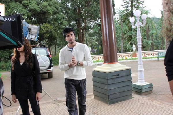 Bipasha And Imran Abbas Spotted On The Sets Of Creature