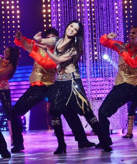Sunny Leone Performed Laila Song On The Sets Of Jhalak Dikhlaa Jaa 6