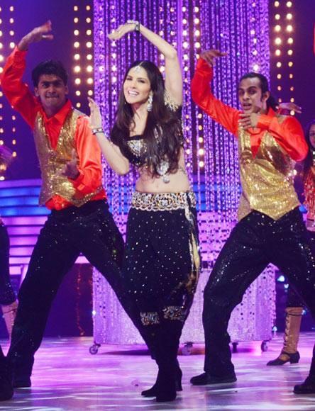 Sunny Leone Rocking Perfomance On The Sets Of Jhalak Dikhlaa Jaa 6