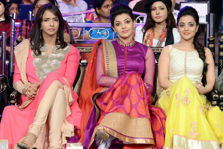 Kajal Agarwal,Nisha Agarwal And Lakshmi Manchu Neat And Smart Look At Telugu Maa Tv Awards 2013