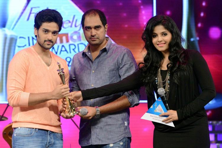 Sumanth Ashwin Tuneega TuneegaFame Receiving Best Debut Actor Award At Cine Maa Awards 2013