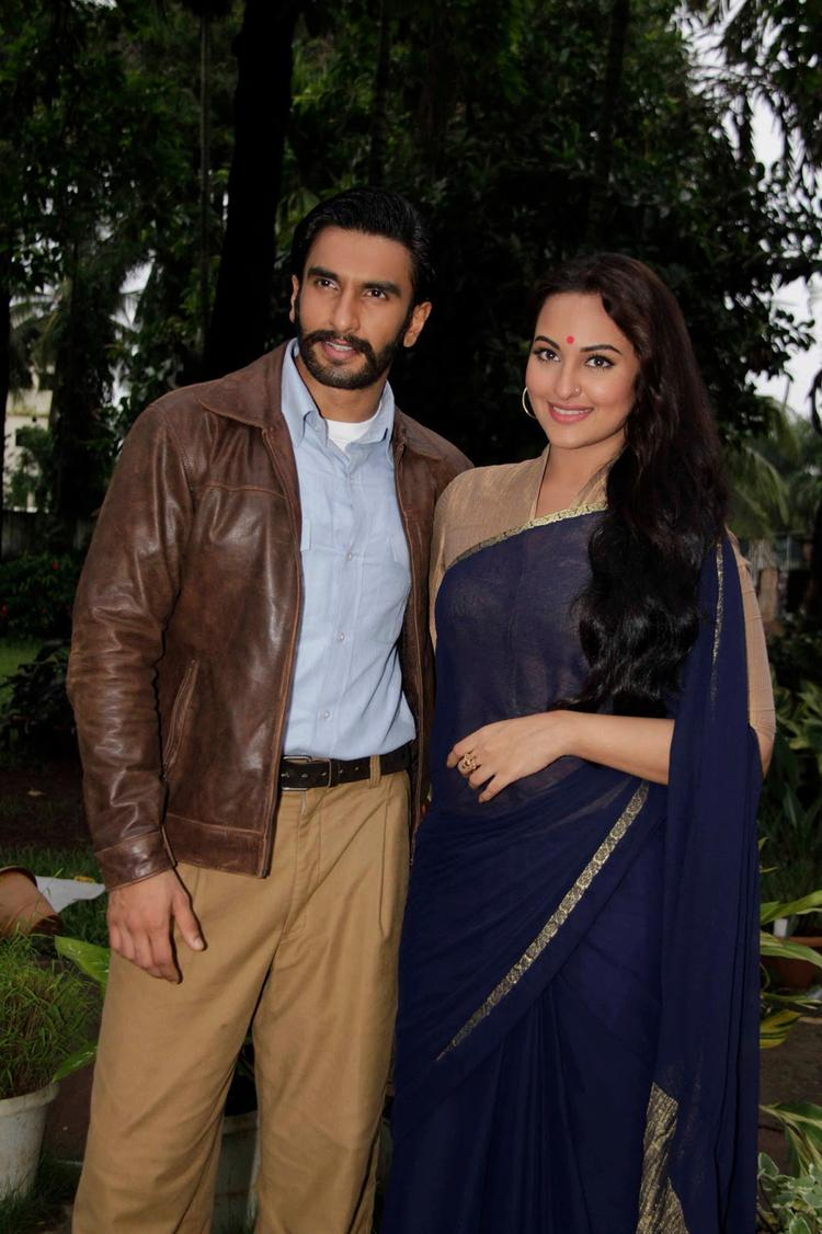 Ranveer And Sonakshi Visits On The Sets Of Uttaran For Promoting Lootera Movie