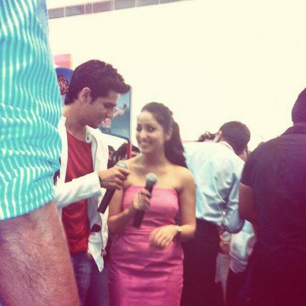 Sidharth And Yami Cool Smiling Look At The Cornetto Couple Hunt Event