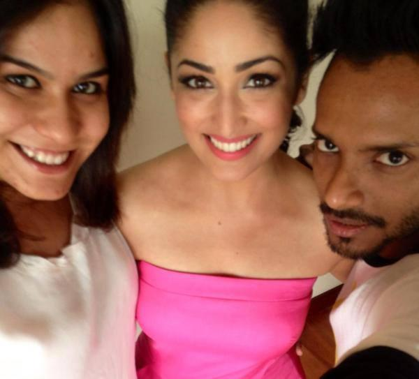 Yami Gautam Posed With Friends At The Cornetto Couple Hunt Event
