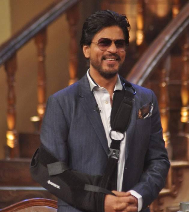 Shahrukh Khan Flashes Smiling On The Sets Of Comedy Nights With Kapil