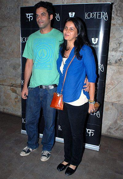 Vikramaditya With Wife Ishika Posed For Camera At The Special Screening Of Lootera Movie