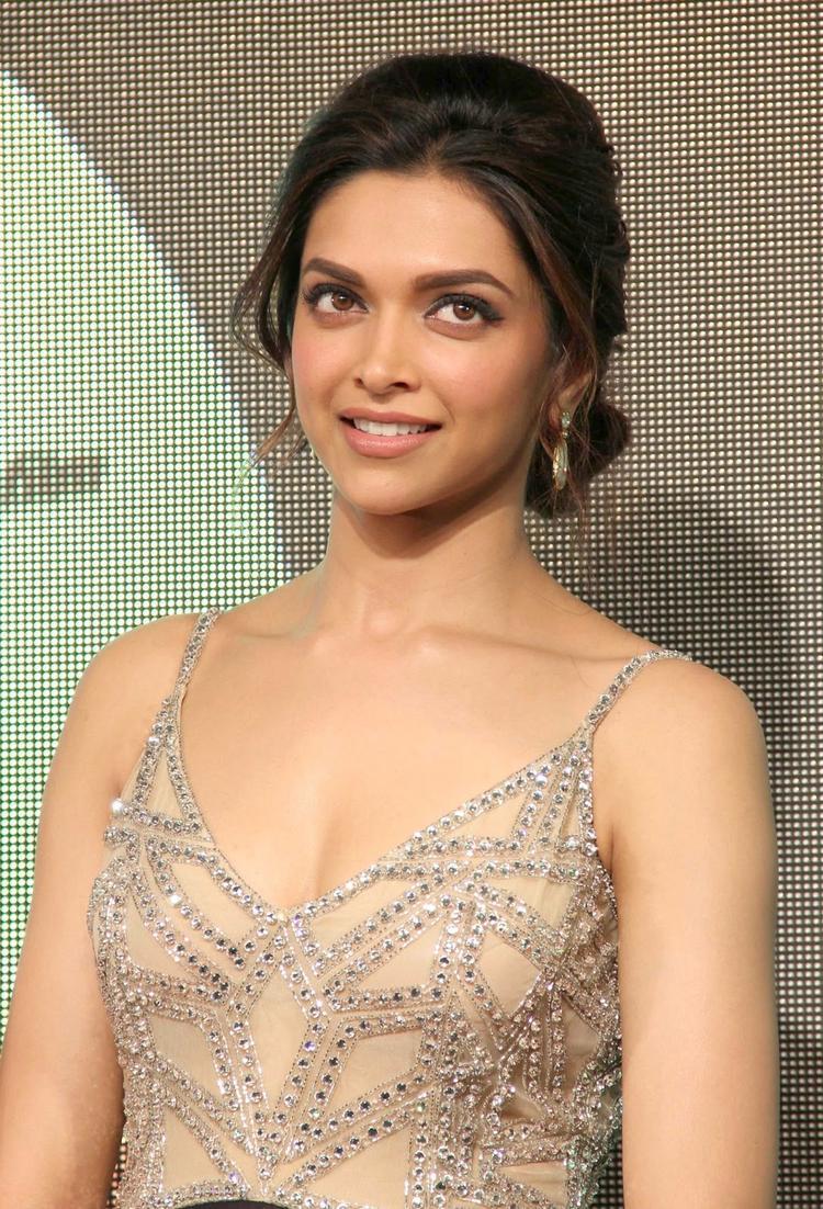 Deepika Padukone Stunning Chic Look At Chennai Express Movie Audio Release Function