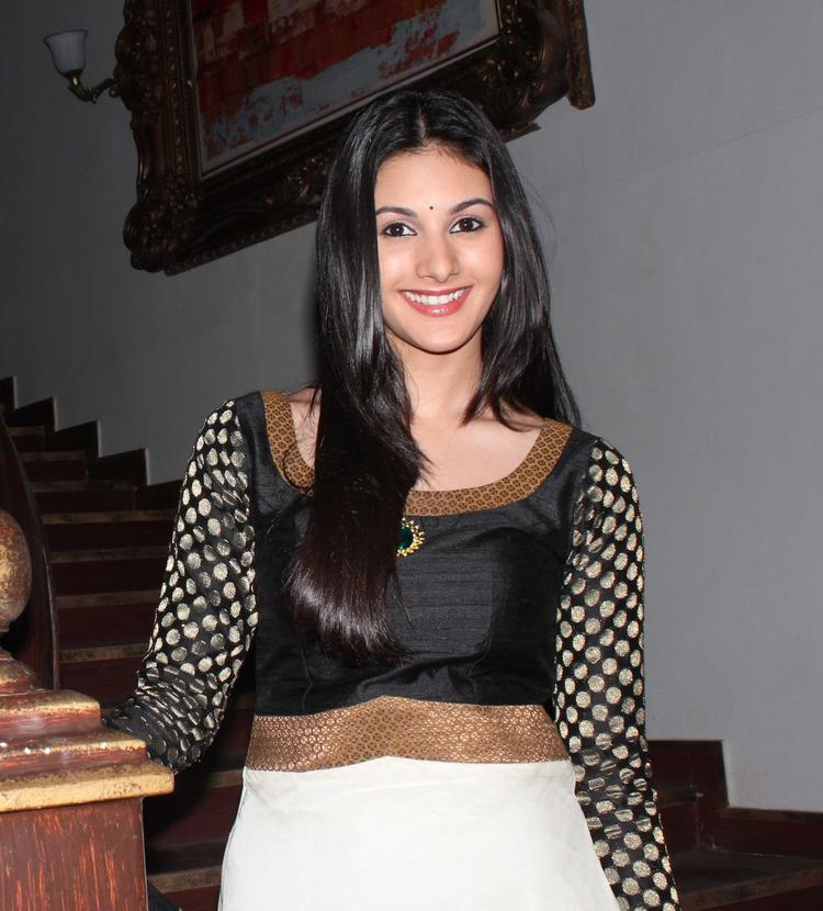 Amyra Dastur Beautiful Look During The Promotion Of Issaq Movie On The Sets Of Amita Ka Amit