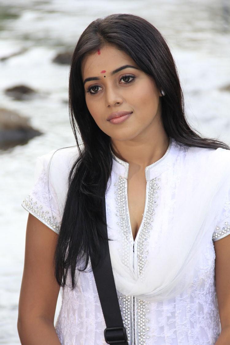 Poorna Charming Face Look From Telugulo Naaku Nachani Padam Prema Movie