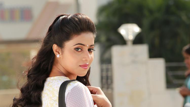 Poorna Cute Face Look Still From Telugulo Naaku Nachani Padam Prema Movie
