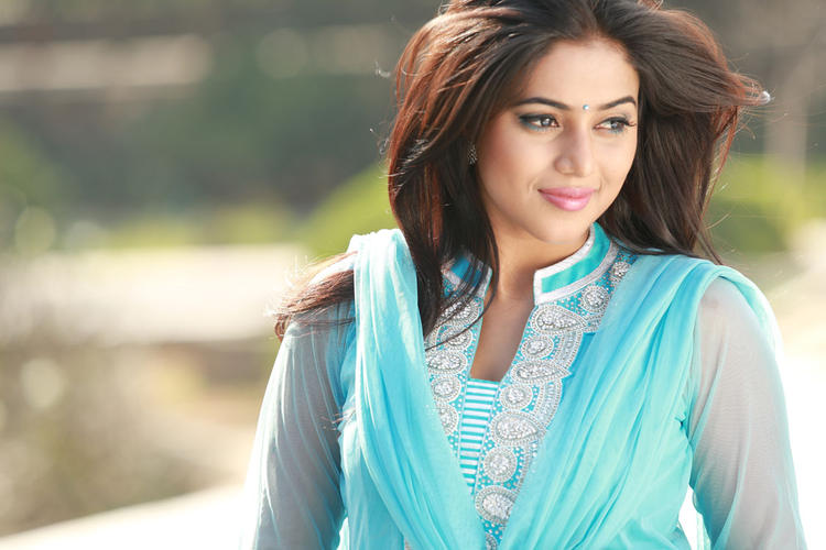 Poorna Stunning Beautiful Look Still From Telugulo Naaku Nachani Padam Prema Movie