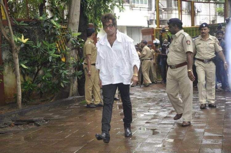 Shakti Kapoor Spooted To Gives Farewell To Pran Sahab