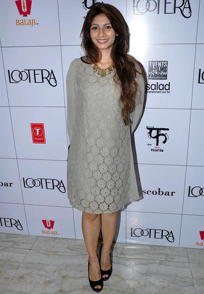 Tanisha Mukherjee Strikes A Pose During Lootera Success Bash