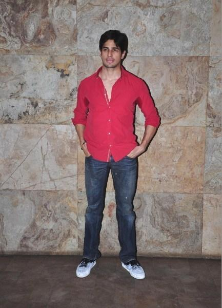 Siddharth Malhotra Graced The Screening Of Ship Of Theseus At Aamir And Kirans Home