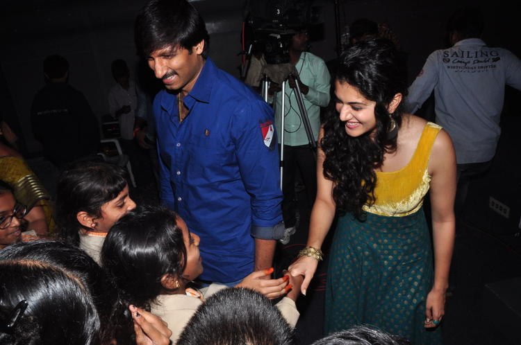 Gopichand And Taapsee Meet Cute Students At Sahasam Show For