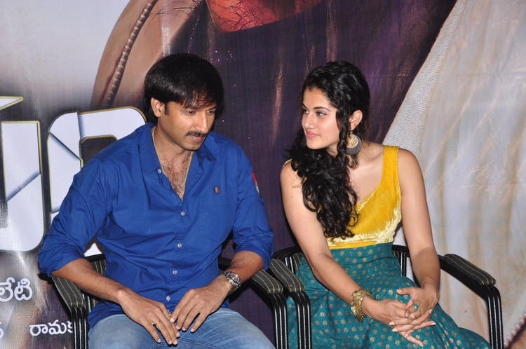 Gopichand And Taapsee At Sahasam Show For School Students