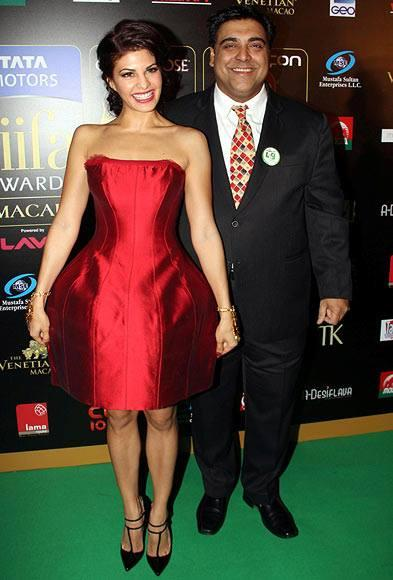 Jacqueline And Ram Sweet Pose On Green Carpet At IIFA 2013