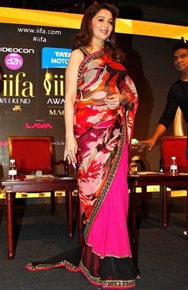 Madhuri Dixit Sizzling Pic In Saree At 14th IIFA  2013