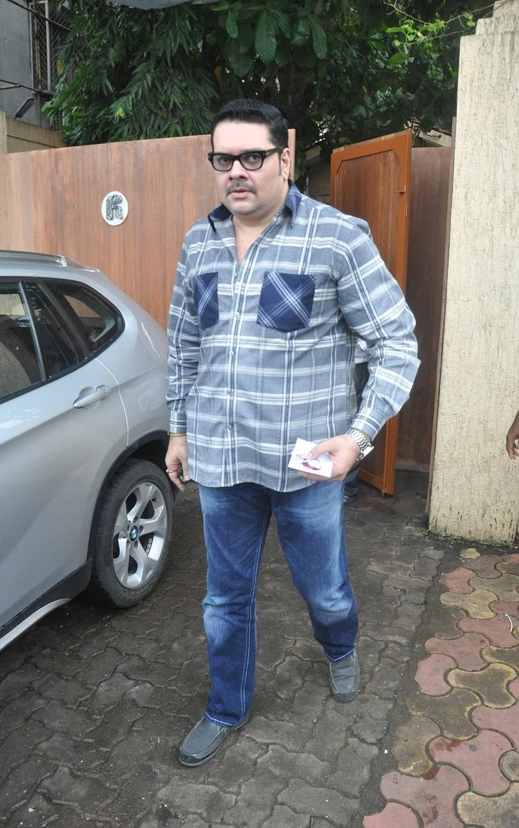 Shehzad Khan Snapped To Giving Respect Rajesh Khanna's At His First Death Anniversary