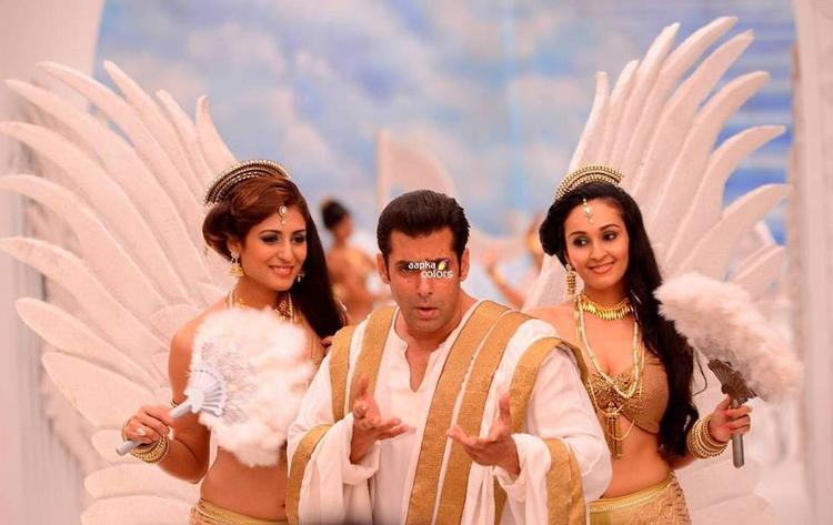 Salman Khan Cool Nice Look For Bigg Boss New Session