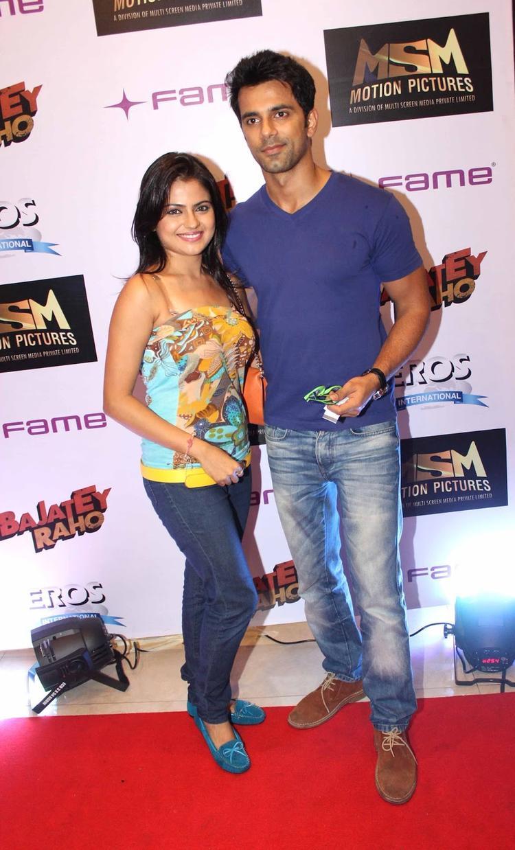 Anuj Sachdeva Strikes A Pose At The Premiere Of Bajatey Raho Movie