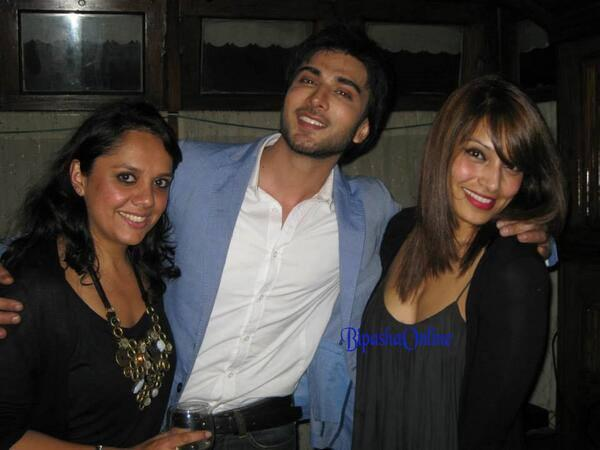 Imran And Bipasha Pose For Photo Shoot On The Sets Of Creature