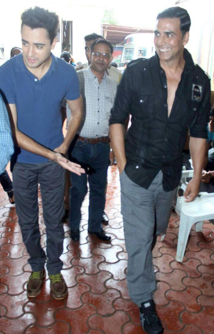 Akshay  And Imran Khan Spotted At Comedy Nights For OUATIMD