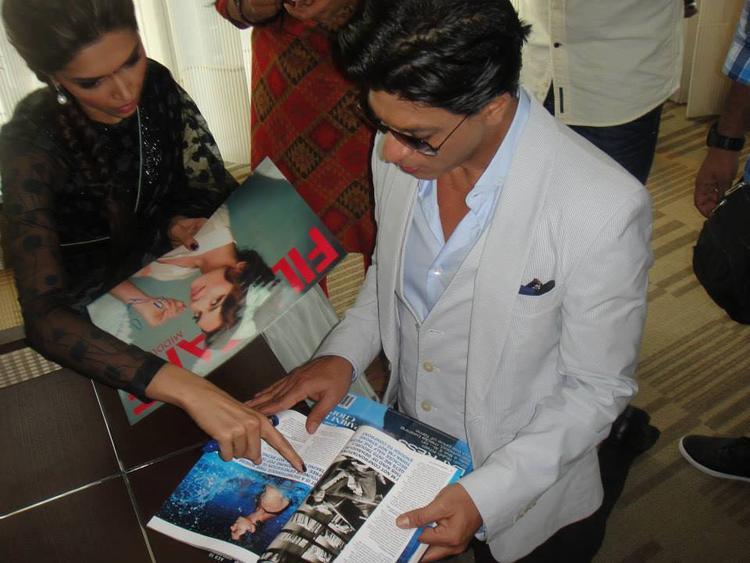 Deepika And SRK  Nice Look Photo Still