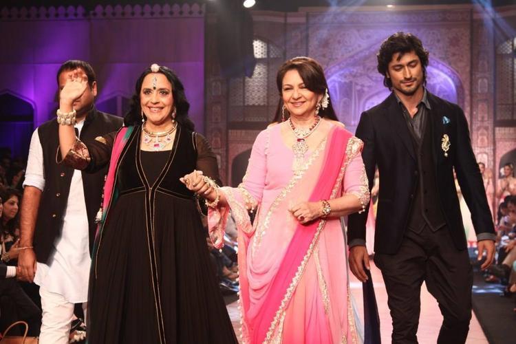 The Ever Elegant Sharmila Tagore On The Ramp With Kangana Ranaut And Vidytut Jamwal