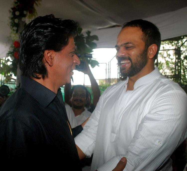 SRK And Rohit Cool Smiling Look During The Celebration Of Eid At SRK's Bungalow Mannat