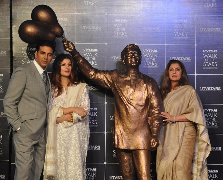 Akshay,Twinkle And Dimple Launches Rajesh Khanna's Statue