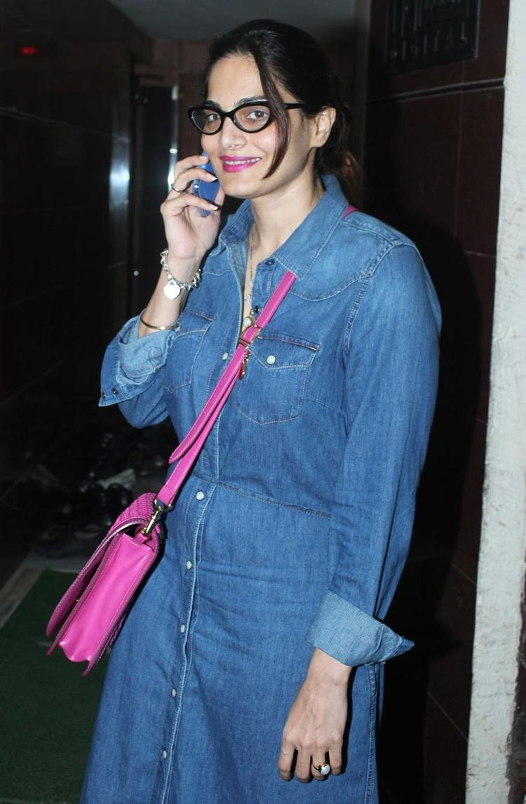 Alvira Khan Sweet Smile Beauty Still During The Special Screening Of OUATIMD