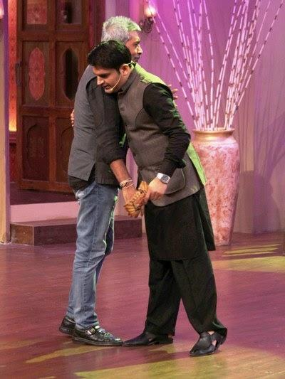 Prakash Hugs Kapil On The Sets Of Comedy Nights With Kapil Show During The Promotion Of Satyagraha Movie