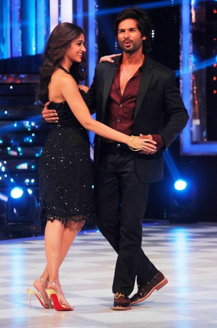 Ileana And Shahid Danced During The Promotion Of Phata Poster Nikla Hero On The Sets Of Jhalak Dikhhla Ja 6