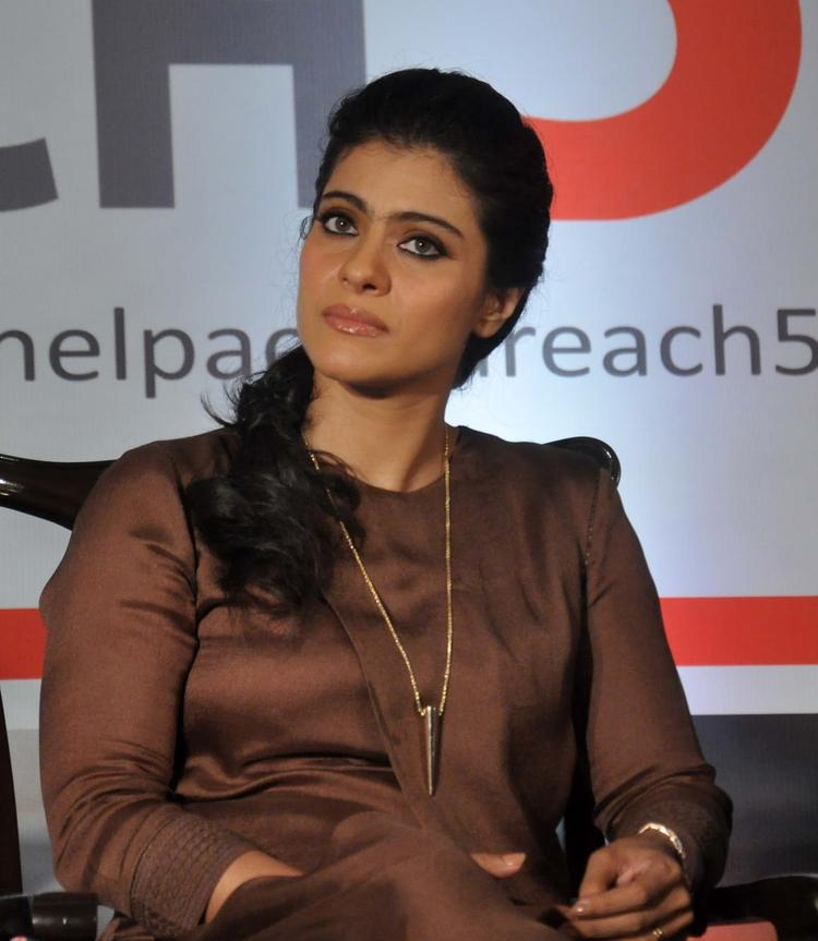 Kajol Devgan Close Up Pic During The The Event Of Help A Child Reach 5 Campaign