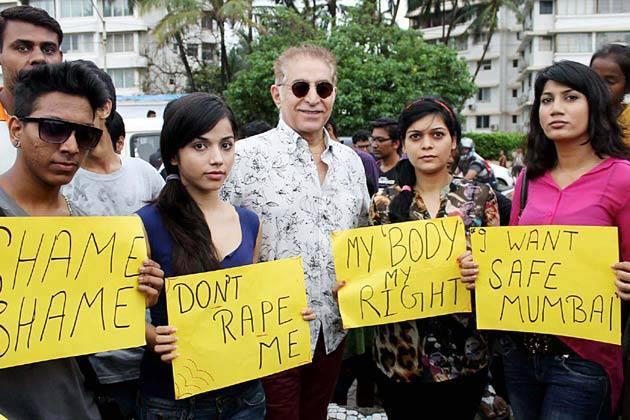 Dalip Along With Kannada Actress Reshma D'Souza At The Protest Rally