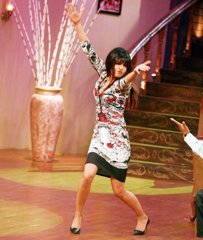 Priyanka Chopra In Full Form Masti Look On The Sets Of Comedy Nights With Kapil