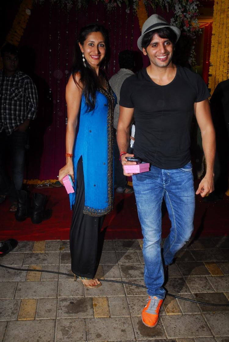 Karanvir Bohra With His Wife Teejay Sidhu Attended Salman Khan's Ganesh Visarjan