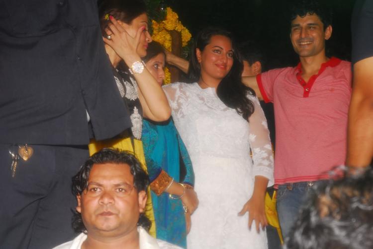 Salman Khan's Ganesh Visarjan Sonakshi Sinha Pic