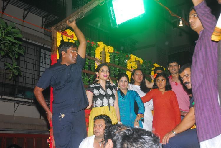 Sonakshi Sinha And Alvira During The Celebration Of Ganpati Visarjan