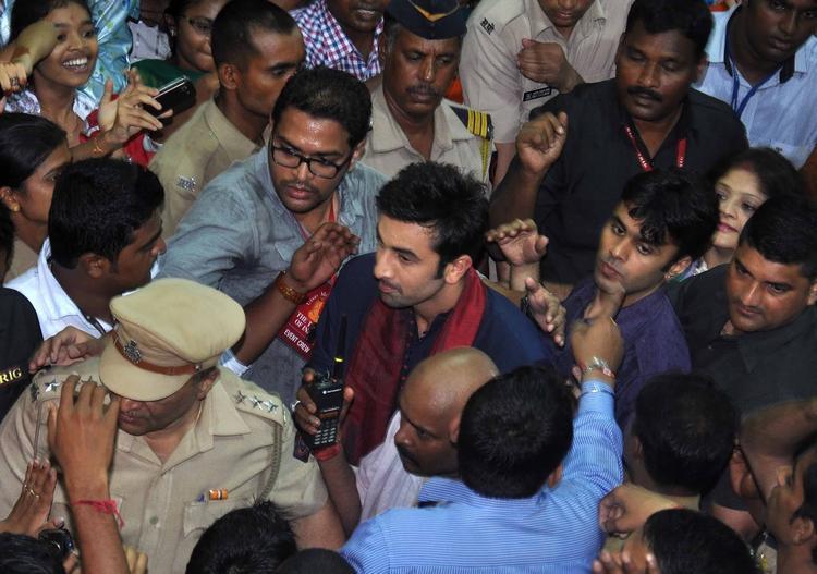 Ranbir Kapoor Surrounded By Crowd At Lalbaugcha Raja Ganpati Pandal