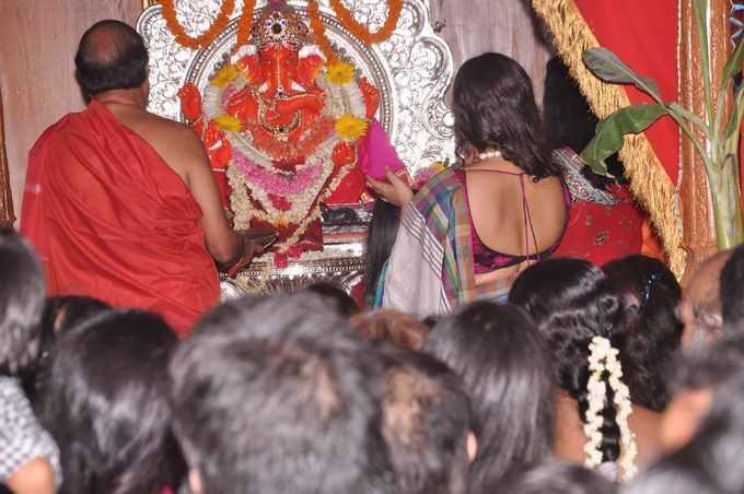 Vidya Balan Performed The Ganesh Puja Amid A Heavy Crowd