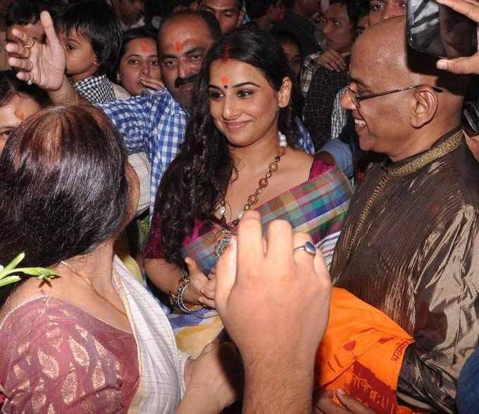 Vidya Balan Visits At Siddhivinayak Temple In Mumbai